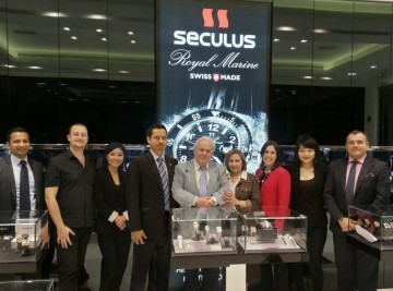From left to right, Mr. Krishna Shankar, Seculus Brand Manager of Al-Sayegh Bros., whole Sales Staff of KENZA at the Atlantis Hotel in Dubai, with Mr. Mohammed Imran, Manager-Watch Division of Levant Head Office, near Mr. Ernesto Müller and Mrs. Rada Müller, Directors of Seculus International SA and Mr. Hernán Carreno, at the right, Sales Manager of Seculus International SA.